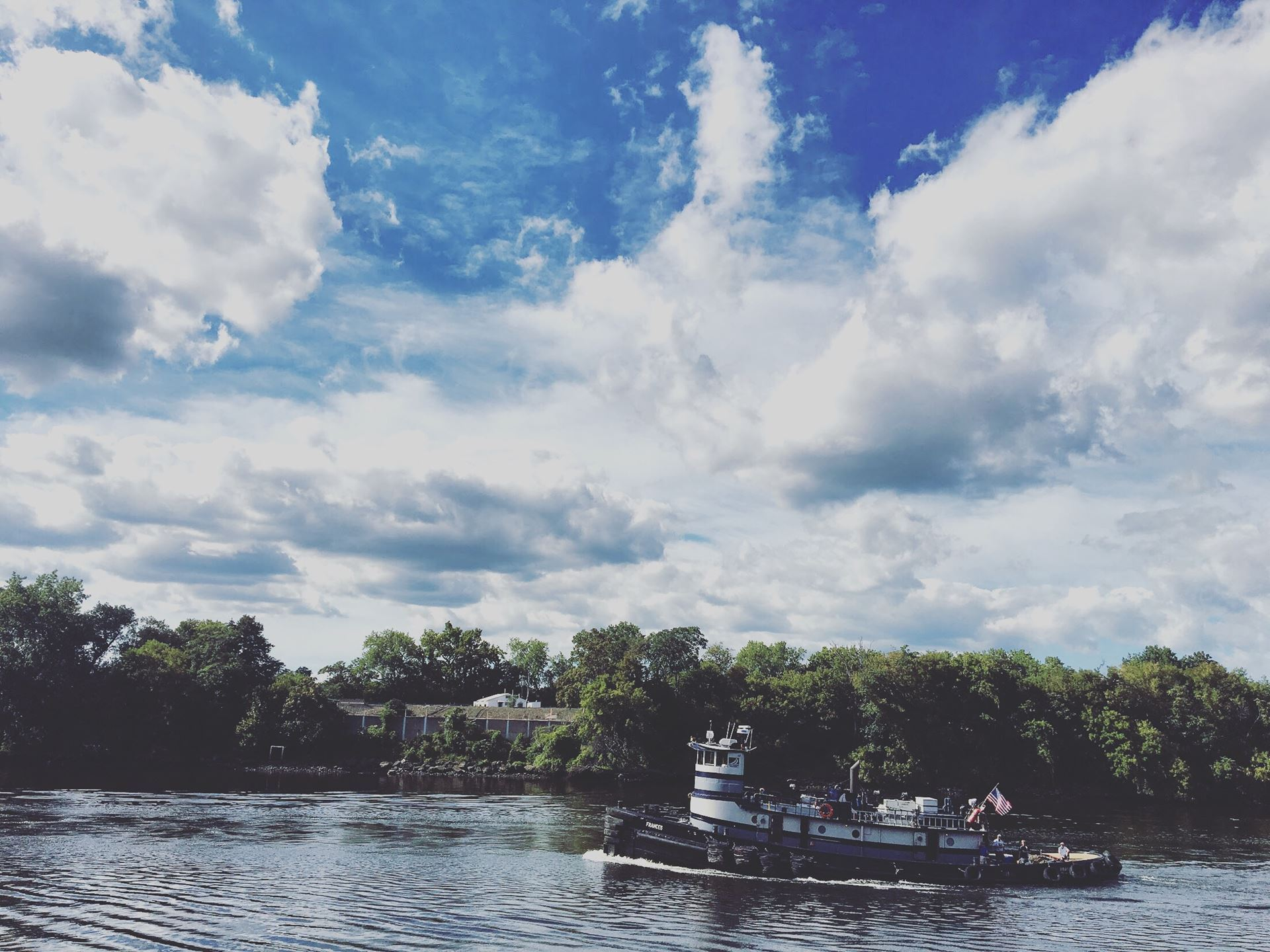 A tugboat going along the Erie Canal